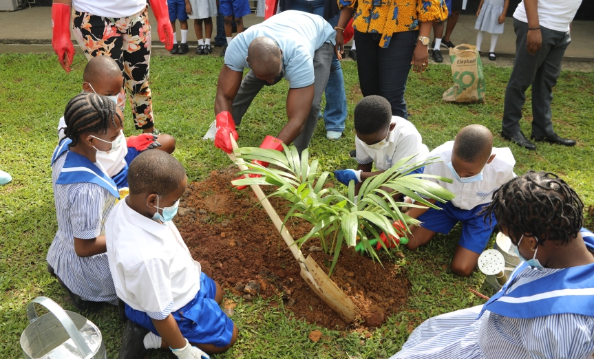 World Environment Day: U.S. Consulate, YALI alumni plant trees withschoolkids